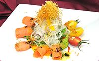 ノルウェー産サーモンと野菜いっぱいサラダ